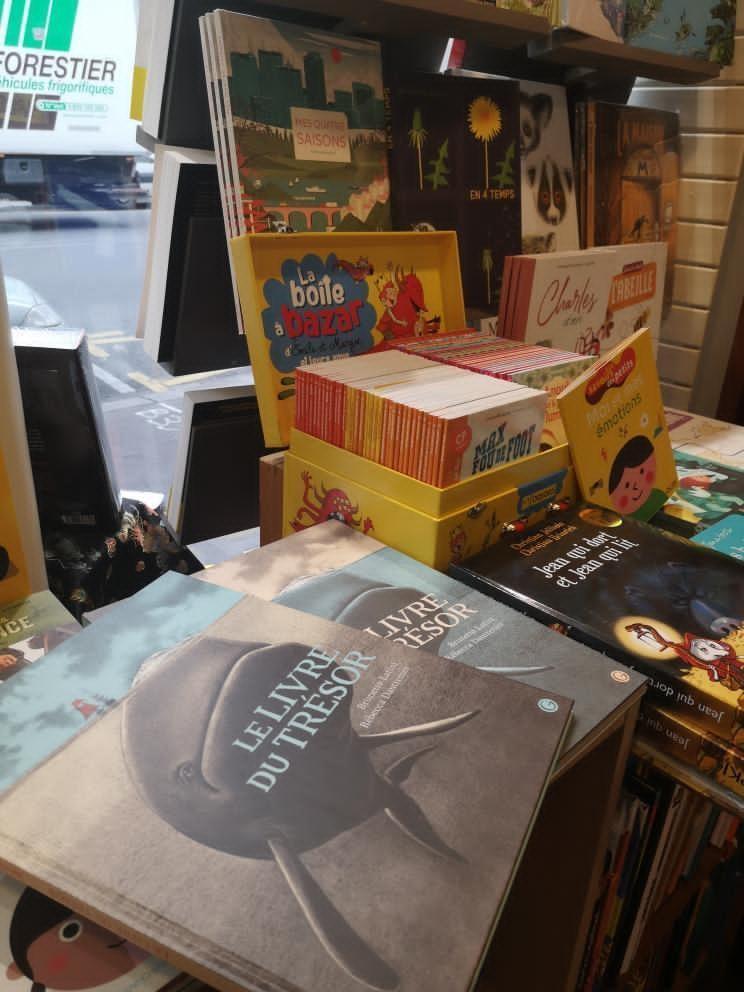 Le livre du trésor aux guetteurs de vent à Paris, photo de Agatho Croustie
